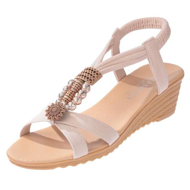 Free shipping 2018 Summer beaded beach shoes new flat Bohemian women s shoes  slope and students  foreign trade sandals. d827ae0bfa2d