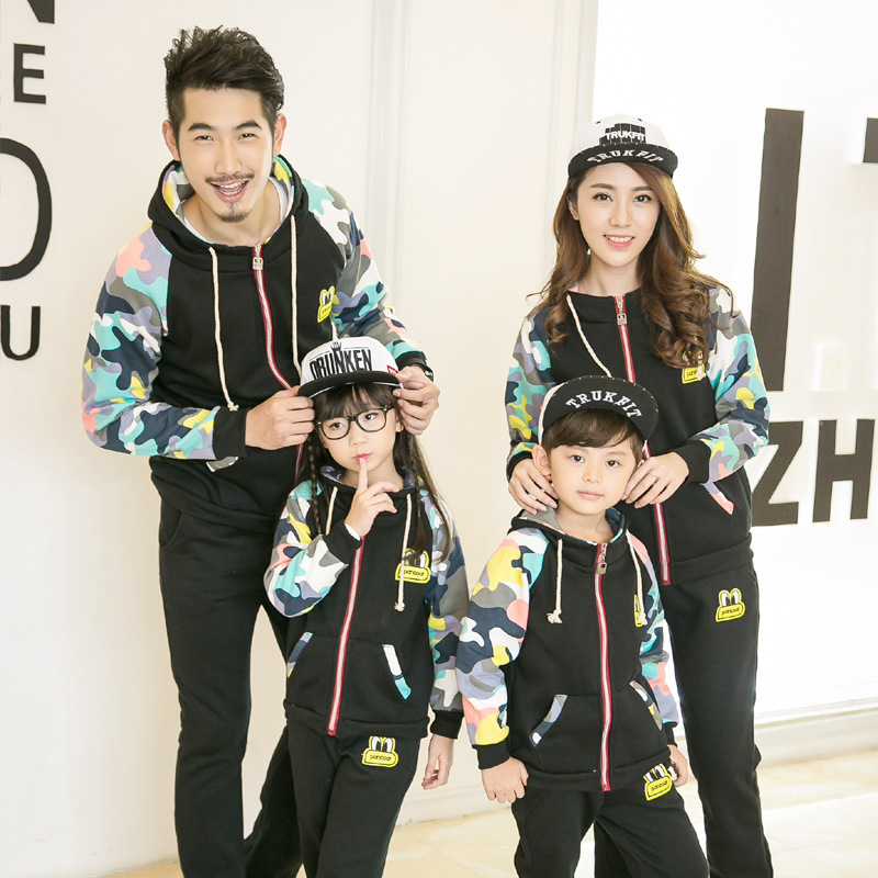 2018 Autumn Winter New Family Matching Outfits Mom/Dad/Kids Camouflage Long Sleeve Fleece Hoodie Pants 2Pcs Family Clothing Set