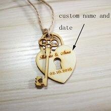 Étiquettes personnalisées en bois pour centre de mariage avec nom et date gravées de mariage, clés en forme de cœur et serrure, étiquettes à bonbons, 50 pièces