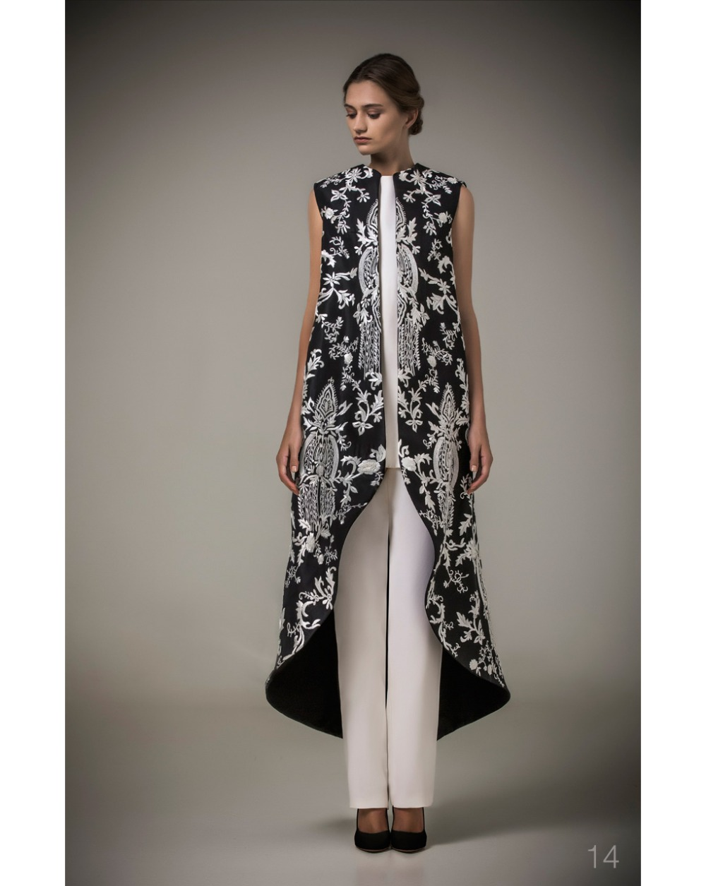 Elegant White Embroidery Flowers Black Stain Jacket And Pants Arab
