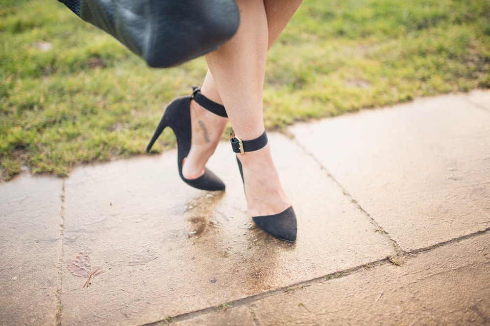 ФОТО Woman Sexy Pumps Elegant Black Suede Leather Stiletto Heel Graceful Ankle Buckles Design Charming Pointed Toe Female Dress Shoes