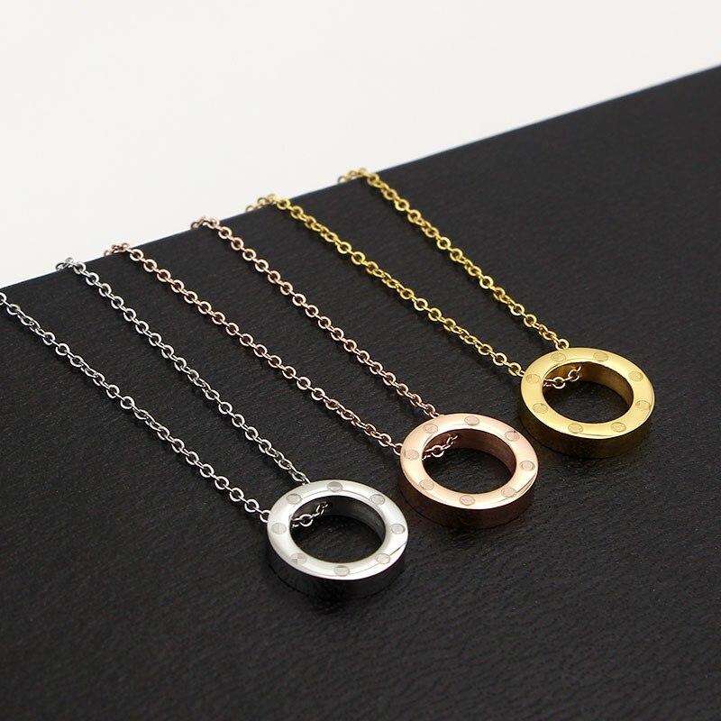 2017 nouveau Corée Du Sud de mode collier mot cercle court titane acier rose-or collier lady tout-allumette clavicule chaîne
