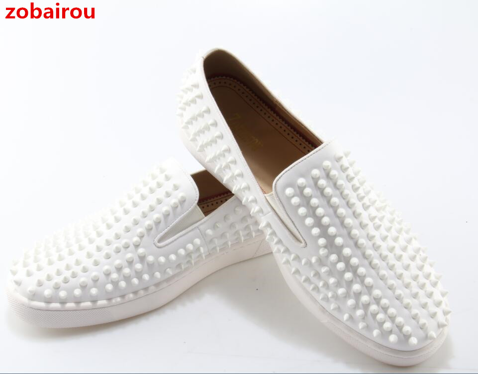 Zobairou NEW Designer Boat Spikes Flats For Men White Casual Shoes Movie Super Stars Slip-on Rivets Studded Men Loafers Shoes branded men s penny loafes casual men s full grain leather emboss crocodile boat shoes slip on breathable moccasin driving shoes