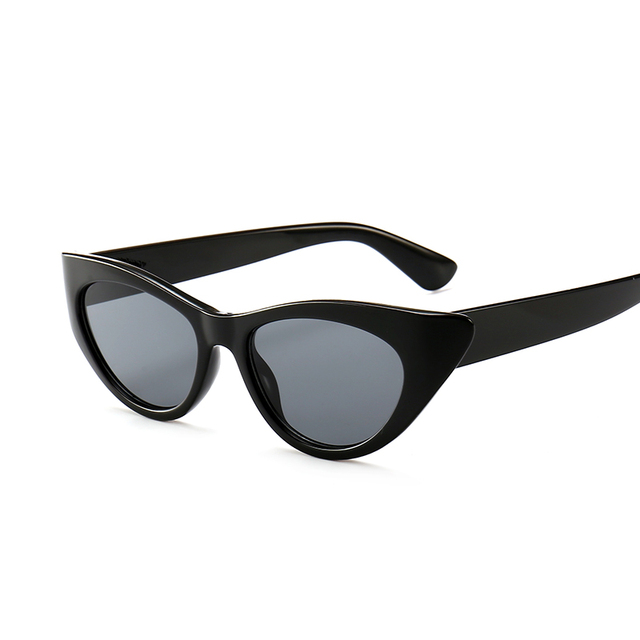 New Small Frame Rhinestone Cat Eye Sunglasses Women Red Black 2019 Fashion cateye Sun Glasses for women uv400