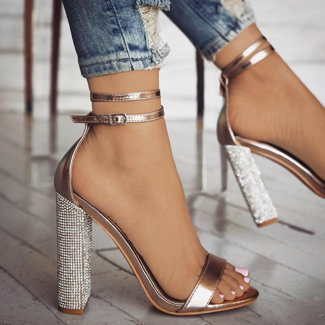 なハイヒールの女性はゴールドラインストーンかかとの女性の靴クラシックパンプスプラスサイズ 35-43 靴女性バックルストラップサンダル