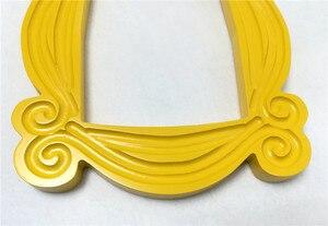 Image 4 - Marco de madera hecho a mano de serie de TV Friends, marcos de puerta de Mon amarillo, imagen de mirilla para el hogar, foto de decoración, regalo de colección de Cosplay