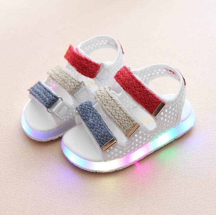Beliebte Marke Neue Marke Glühenden Kinder Sandalen Schuhe Jungen Mädchen Flache Baby Led Luminous Beleuchtung Turnschuhe Sandalen Produkte HeißEr Verkauf