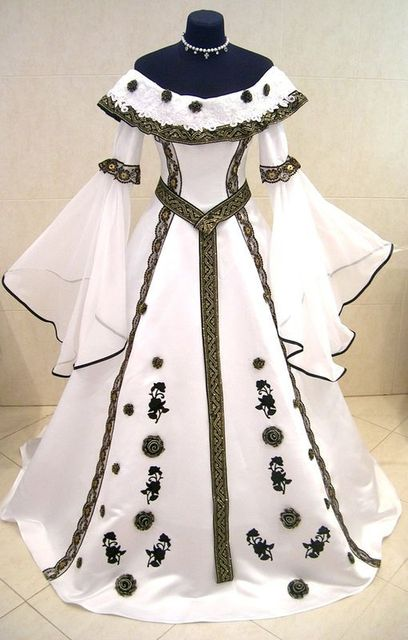 Elegant Black And White MEDIEVAL Wedding Dresses 2017 Boat Neck Long Flare Sleeves Beautiful Pattern Ball