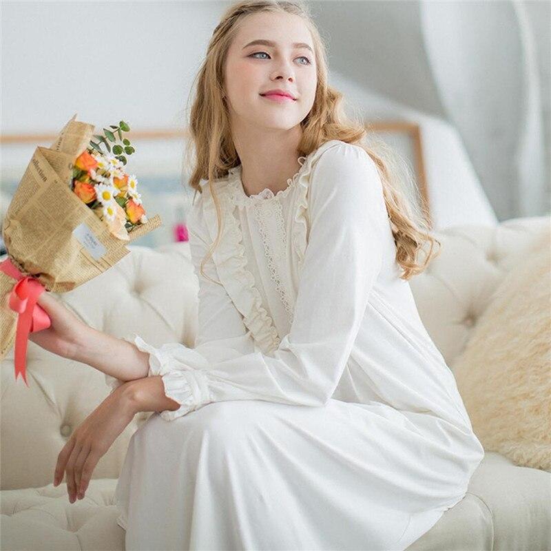 b1b6b3483 Outono de Algodão Camisolas Longas Mulheres Doce Laço Do Vintage Vestido  Plus Size Camisola Sleepwear Romântico Branco Doce Lar   LL24 em Nightgowns  ...