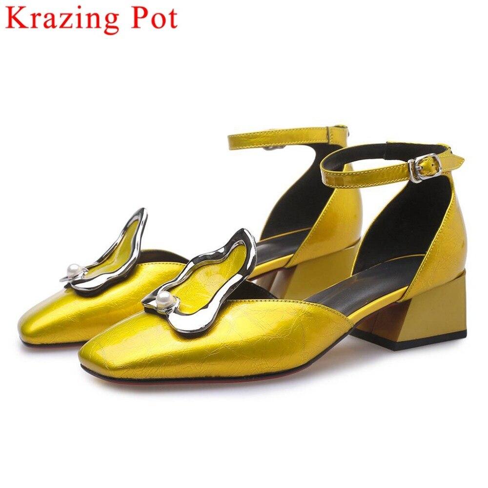 Krazing وعاء جلد طبيعي مشبك حزام زخرفة المعادن حذاء بكعب سميك الجوف الصيف الصنادل ساحة تو موجزة اليومية أحذية L78-في الكعب المتوسط من أحذية على  مجموعة 1
