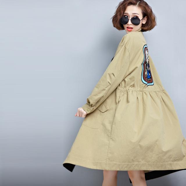 Nueva llegada de Primavera y Otoño chaqueta de la rebeca larga floja bordada capa femenina