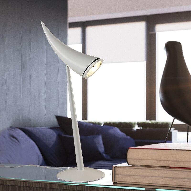 Işıklar ve Aydınlatma'ten Sıra Lambaları'de Basit Yaratıcı Postmodern Moda Kişilik Boynuzları Masa Lambası Çalışma Oturma Odası Yatak Odası Başucu Otel Ofis Lambası Ücretsiz Kargo title=