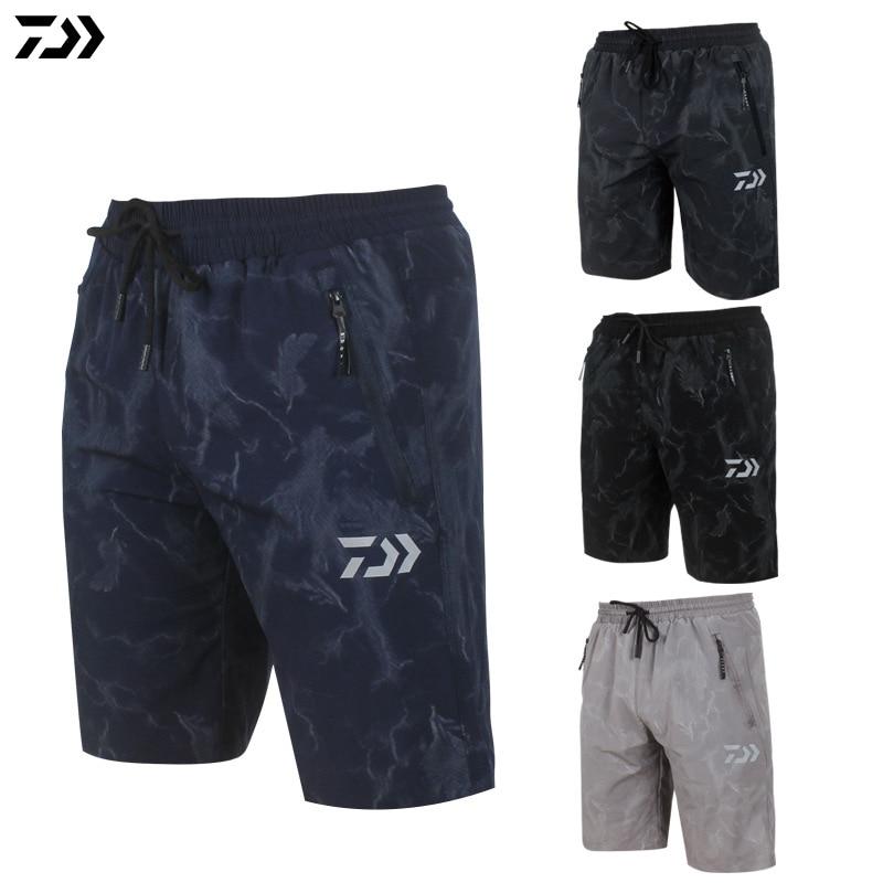 DAWA Summer Men Camouflage Fishing Shorts Outdoor Sports Fishing Pants Breathable Quick Drying Reflective Fishing Shorts