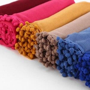 Image 2 - Bufanda de algodón con pompas para mujer, pañuelo de invierno con bolas lisas, hiyab musulmán, diadema, 13 colores, 180x80cm, 1 unidad