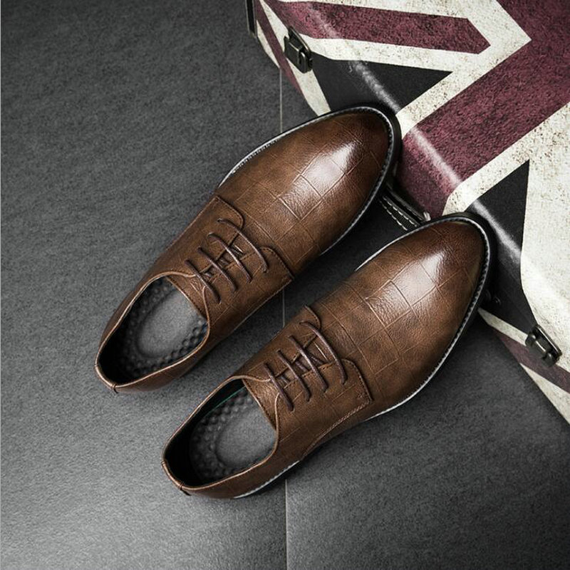 Fashion Spring British Bullock Men Oxfords Shoes Carved Leather Shoes Retro Pointed Toe Brogue Business dress Shoes LL-60 vintage leather mens shoes fashion brogue pointed toe carved oxfords shoes men casual dress shoes 2017 new arrival black grey