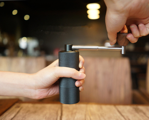 Image 4 - 1pc nano חדש מתקפל MYY48 אלומיניום נייד קפה מטחנת פלדה שחיקה סופר ידנית קפה מיל Dulex נושאות ממליץ