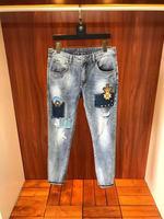 Модные Для мужчин джинсы 2019 взлетно посадочной полосы роскошь известный бренд Европейский дизайн вечерние стиль Мужская одежда WD03422