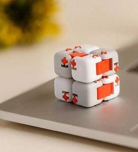 Image 4 - XiaoMi bloques de construcción Mitu Finger Bricks Mi, Spinner de dedo Original, regalo para niños, construcción portátil de seguridad, Mini juguetes inteligentes