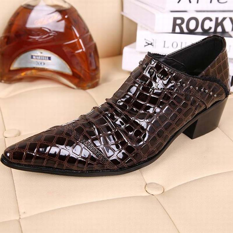 Crocodile pattern Oxfords Men Pointed Toe Dress Shoes Brown Patent Leather Party Wedding Fashion Rivets Thick High Heels Slip On patent leather men s business pointed toe shoes men oxfords lace up men wedding shoes dress shoe plus size 47 48