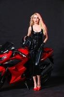 Donne Sexy DS Clubwear nero della pelle verniciata modelli esplosione caldo Donne Sottili della tuta Gatto vestito Tuta Cavallo Aperto Costume