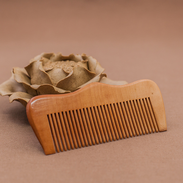 C5 Natural Peaches Combs Antistatic Hair Combs Exquisite Carved Moon Shape Combs
