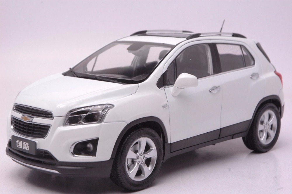 1:18 Diecast Model for GM Cherolet Chevy TRAX White Mini SUVAlloy Toy Car Miniature Collection Gifts 1 18 diecast model for cherolet chevy volt 2011 black alloy toy car miniature collection gifts