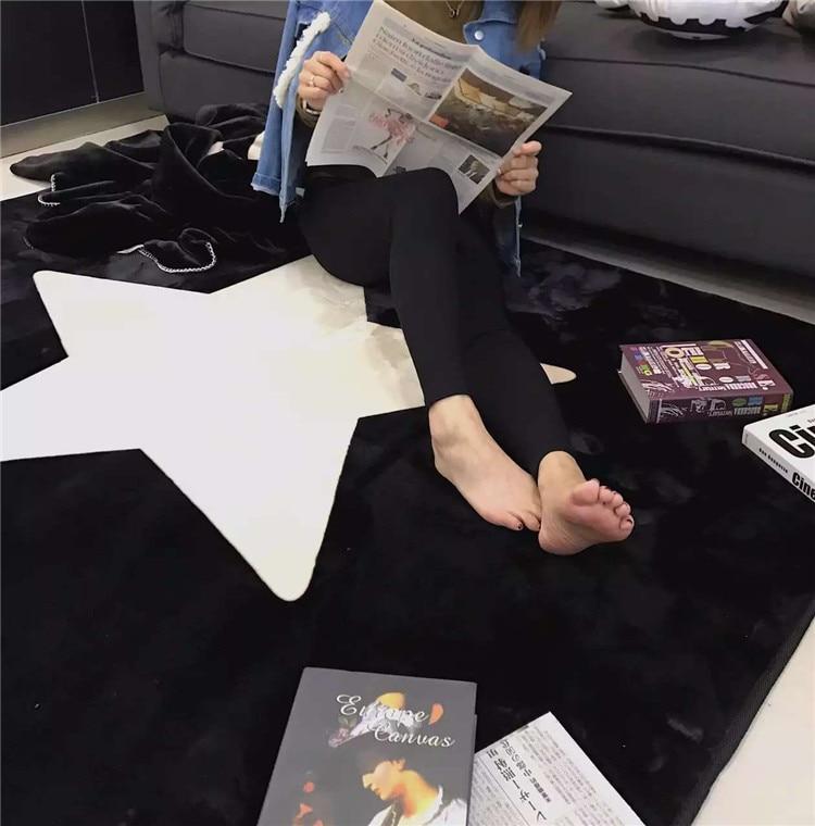 145*195 cm grande súper suave franela cinco estrellas puntiagudas alfombra blanco y negro 15mm grueso suave alfombra antideslizante de cocina para sala de estar-in Alfombra from Hogar y Mascotas    1