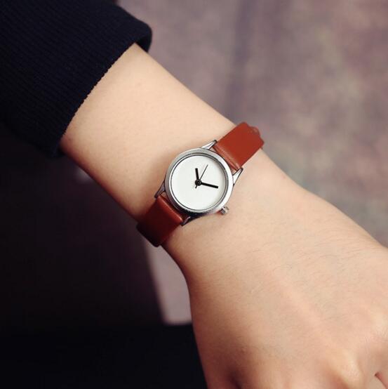 Фото Quartz Women Watch Simple Style Retro Literary Temperament Wristwatch Women Watches Small Dial Ladies Fashion Clock LZ572
