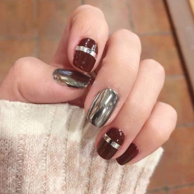 Vino tinto de estilo americano con metal gris pure color de uñas ...