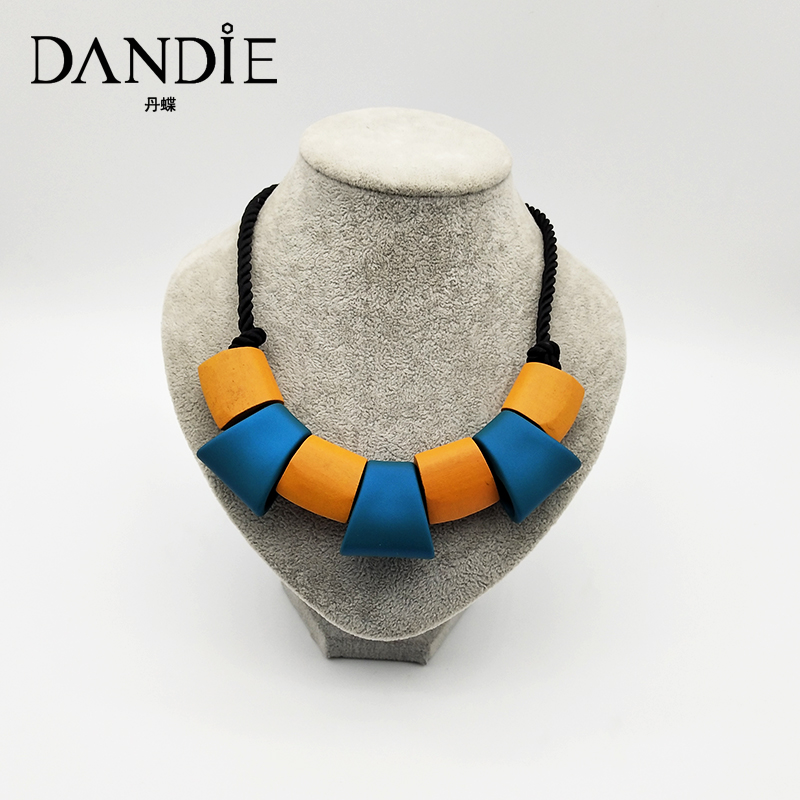 Dandie Trapezoidal rubber, wooden block necklace, fashion, simple feminine accessory