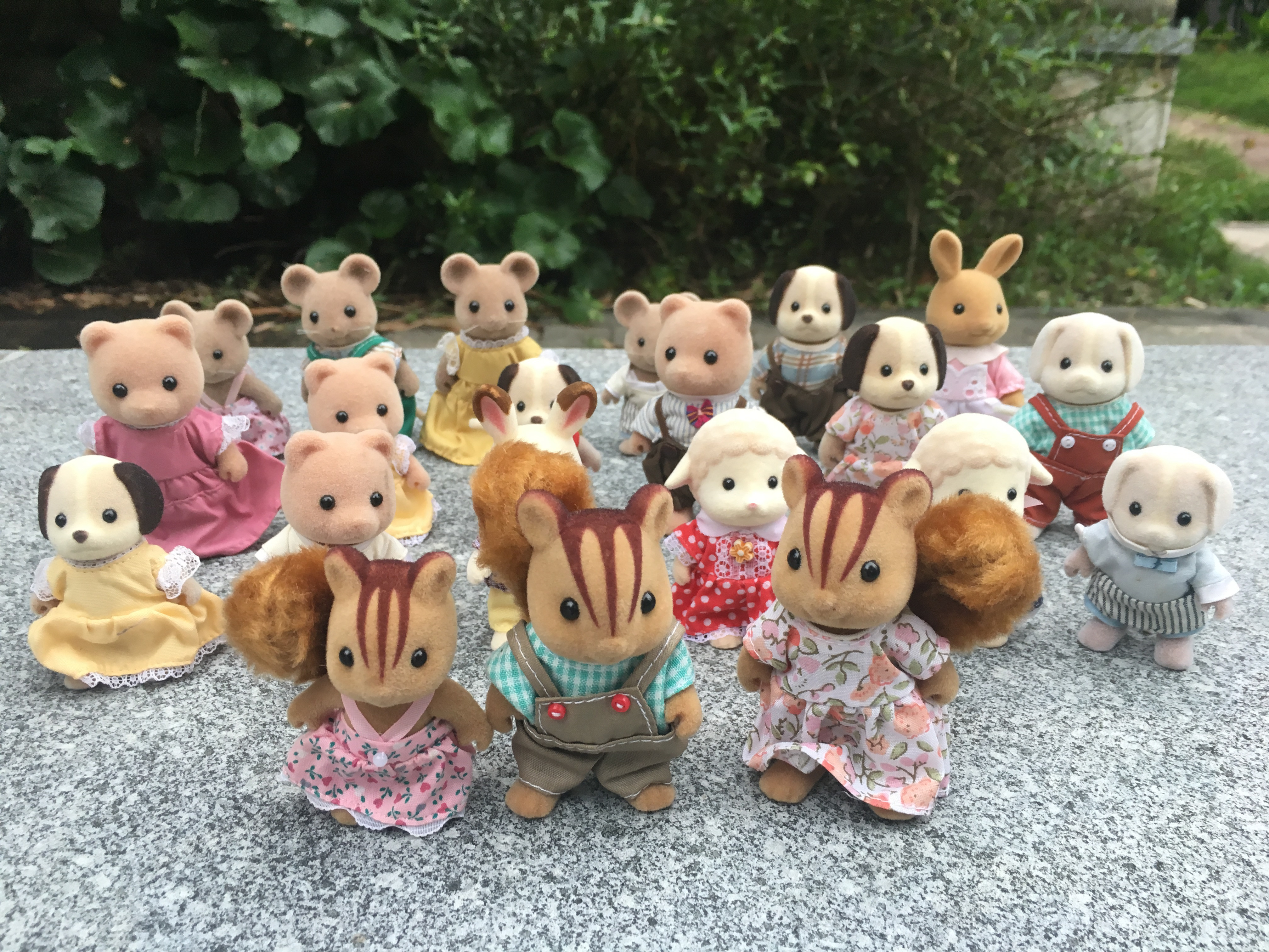 Geniune Sylvanian Families 10pcs Furry Action Figures Dogs/Squrriels/Bear/Mouse/Sheep Random New No PackageGeniune Sylvanian Families 10pcs Furry Action Figures Dogs/Squrriels/Bear/Mouse/Sheep Random New No Package