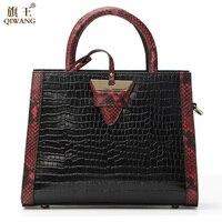 Qiwang النساء leathr الحقيقي حقيبة جلد طبيعي المرأة تمساح حقيبة مثلث العلامة التجارية الشهيرة مصمم حقيبة سر الصحراء