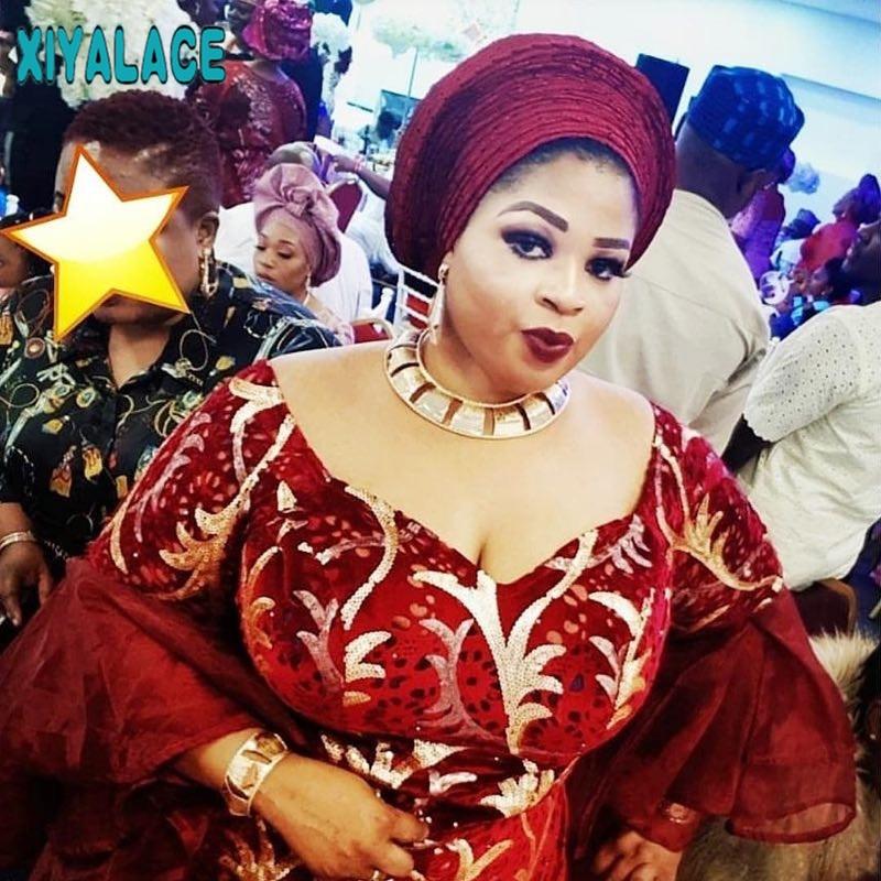 Tela de encaje africano 2019 de alta calidad bordado de encaje de terciopelo africano tela de lentejuelas para boda nigeriana 2572b-in encaje from Hogar y Mascotas    1