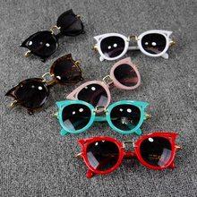 Cinco Cores Crianças Óculos De Sol Meninas Marca Crianças Meninos Óculos De  Sol óculos de Sol de Lentes Olho de Gato Bonito Eyew. 8d15aed078