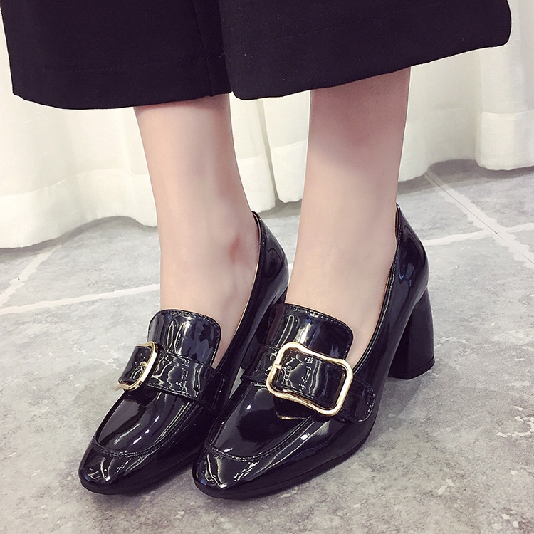 ФОТО 2017 new spring shoes buckle head coarse heels patent leather fashion a pedal Asakuchi shoes