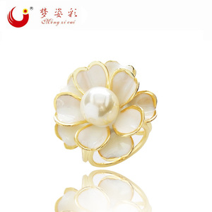 New Beauty Brand Enamel White Flower Brooch Hijab Pins Lily Pearl Jewelry Mujer Scarf Buckle Corsage