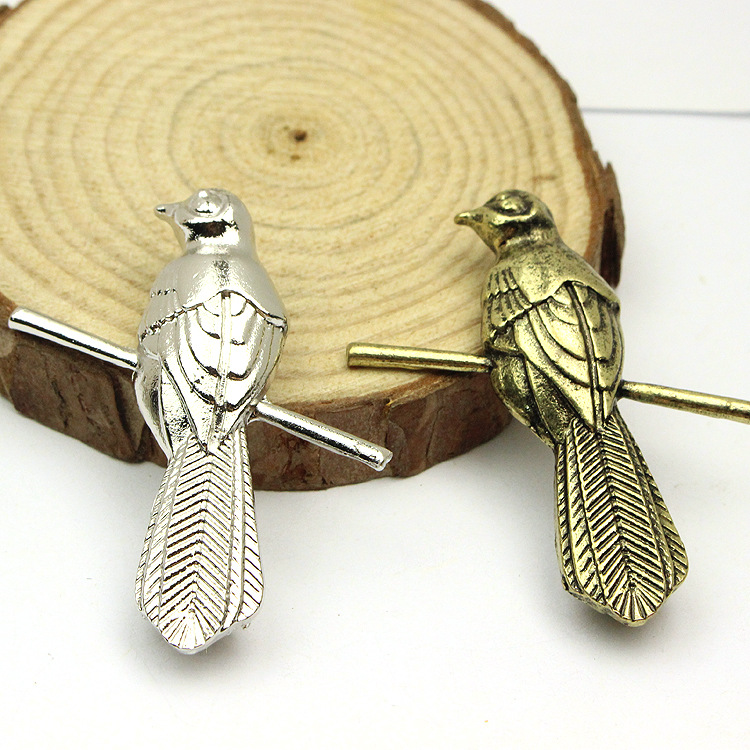 2pcs-Vintage-Game-of-Thrones-brooch-Song-of-Ice-and-Fire-little-finger-Berry-seats-Mockingbirds (3)