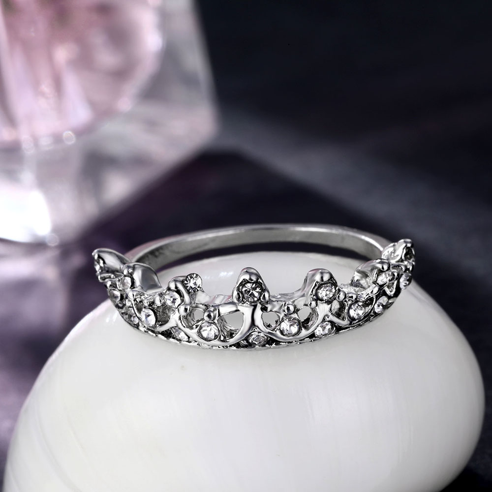 FAMSHIN Fashion Vintage Silver Crystal Drill Hollow Crown Shaped Queen Temperament Rings For Women Party Wedding Ring Jewelry