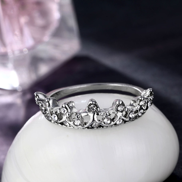 Vintage Silver Crystal Drill Hollow Crown Shaped Queen Temperament Ring