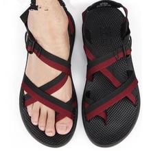 Flache Männer Sandalen 2017 Sommer Neue Außen Strand sandalen Männer Schwarz Rot Freizeitschuhe Kühlen im Sommer Größe 43-45