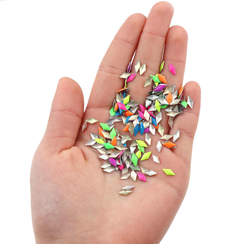 Aproximadamente 1000 Uds. 4mm fluorescencia mezcla de Color rombo Hotfix Flatback decoración de uñas remache Punk Rock estilo para DIY decoración 3D para uñas