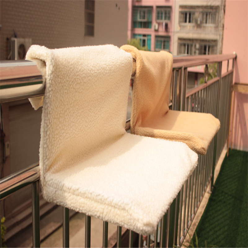 Warm And Cosy Pet Cat And Dog Radiator Bed Fleece Plush Material Strong And Durable Hanging Hammock Style Cat Hanging Chair