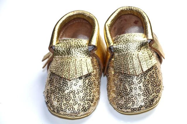 Metálico Brilhante Ouro Prata lantejoulas Genuínos mocassins De Couro do bebê Sapatos de Bebê Recém-nascido Do Bebê Com Solado Macio Prewalker Sapato