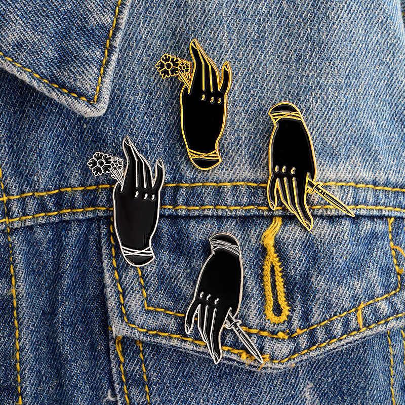 A Mão da Desgraça Caixão Esmalte Broche Broches Liga Emblemas De Metal para Roupas Jaqueta Jeans Escuro