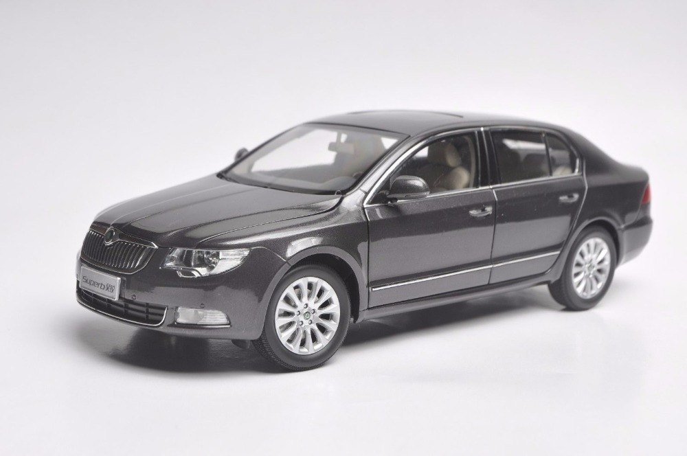 1:18 Diecast Model for Skoda Superb Brown Liftback Alloy Toy Car Miniature Collection Gifts