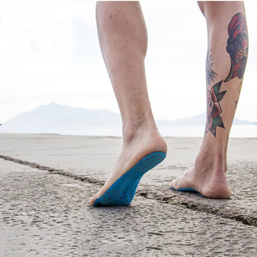 Hypoallergenic traces to protect the feet on the beach.