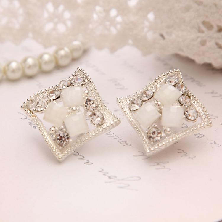 2018 Popular Hip Hop Bling Crystal Stud Earring Brand Geometric Silver Plated Stud Earrings Women White Free Shipping Jewelry