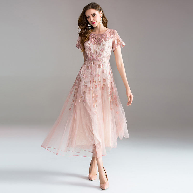 High-quality Long Dress Embroidery Large Swing Dress Dress Ladies Elegant Temperament Round Neck Short-sleeved Ladies Dresses