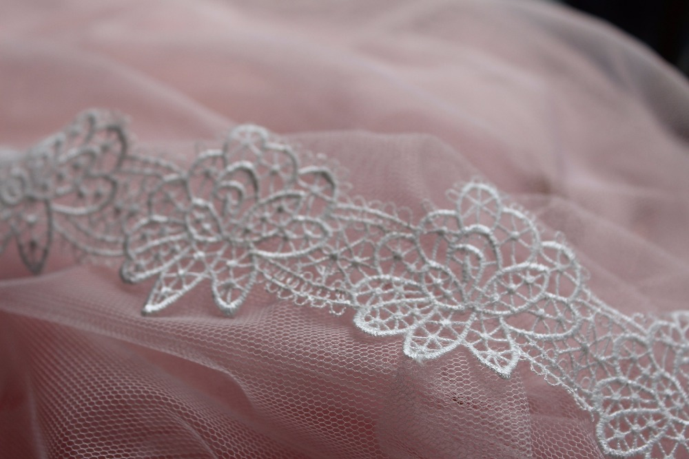 off white lace trim wedding decoration with delicate floral, vintage style lace trim THX 1yard