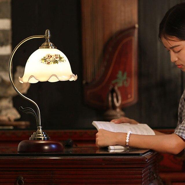 Высокое качество Европейского Ретро СВЕТОДИОДНЫЕ настольные лампы 110 В-240 В Переключатель Кнопка Классическая Теплая Спальня E27 Стеклянный Цветок утюг Чтения Кровать Бордовый